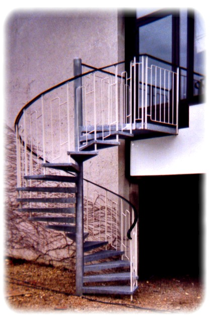 cir escaliers helicoidaux et marches droites en caillebotis. Black Bedroom Furniture Sets. Home Design Ideas